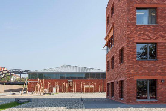 SILBERSTEIN-GRUNDSCHULE, BERLIN, GERMANY Secondary school, canteen, sports hall