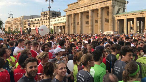 IKK BB Berliner Firmenlauf DGI Bauwerk mit 16 Läuferinnen und Läufern am Start