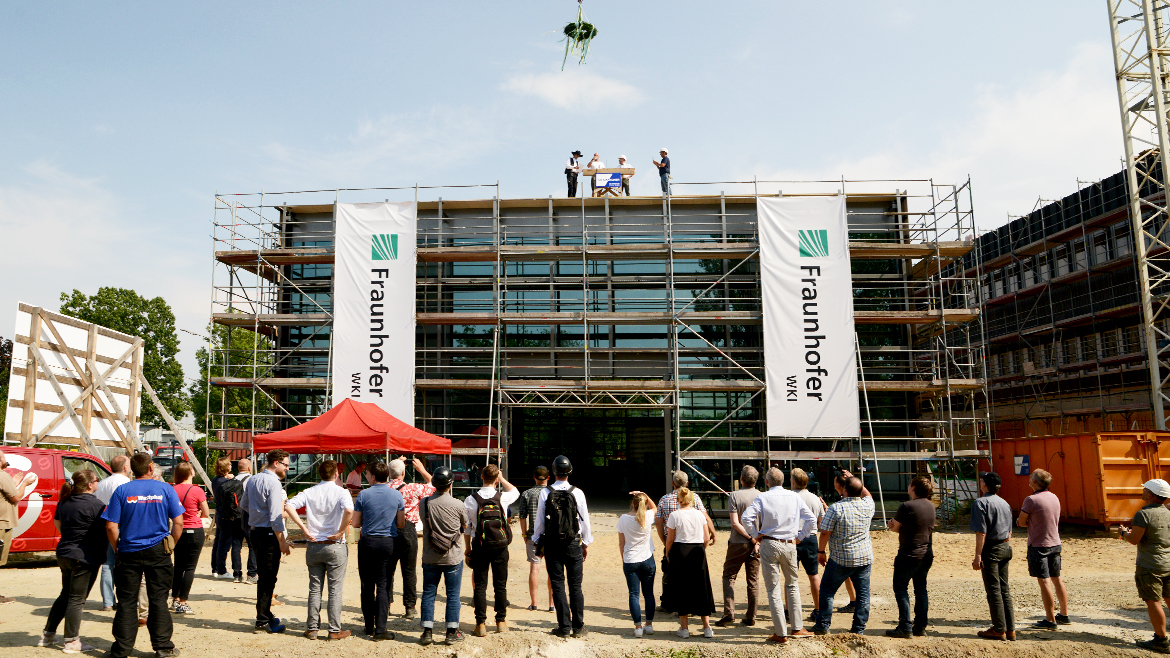 TOPPING-OUT CEREMONY - ZELUBA FRAUNHOFER WKI