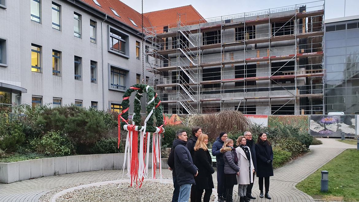Patient rooms with more comfort Topping-out ceremony for the extension of the Berlin Jewish Hospital