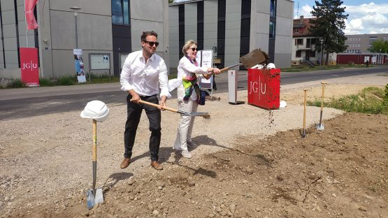 Groundbreaking ceremony for a new nuclear chemistry substitute at Johannes Gutenberg University Mainz